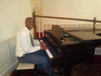 Louis Jones | Washington, DC | Piano | Photo #2