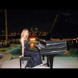 Howard Classical Pianist | Elizabeth Symons