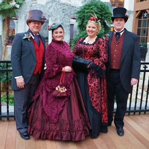 Dallas, TX Christmas Caroler | Uptown Carolers