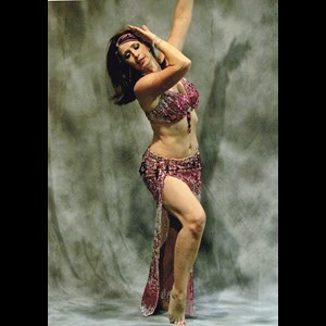 Una Belly Dancer | Elizabeth Clea