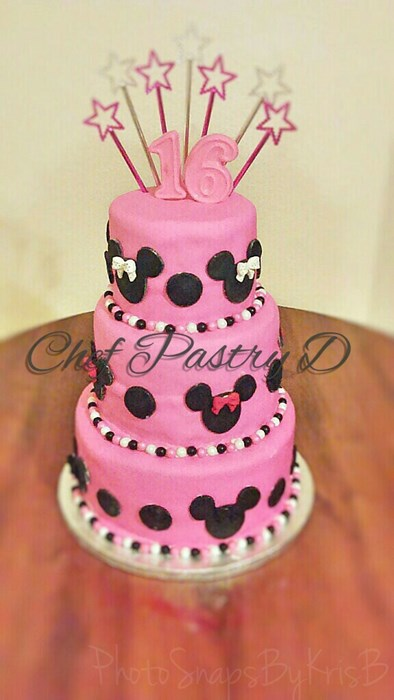 Minnie Mouse sweet 16 cake
