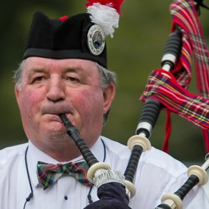 Wilmington Bagpiper | Simpson Bagpipes