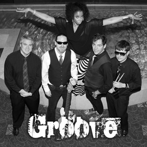 Dellrose Wedding Band | Groove