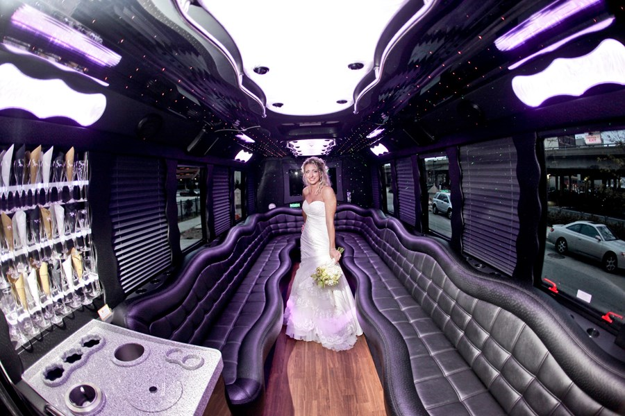 Blackline Limousines - Event Limo - Milwaukee, WI