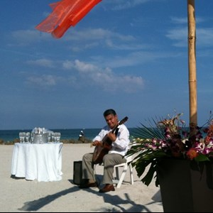 Tavernier One Man Band | Carlos Abanto