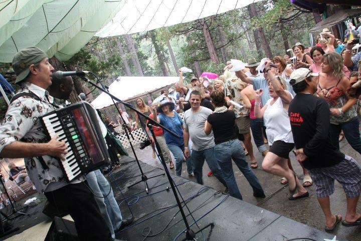 Zydeco in the rain!