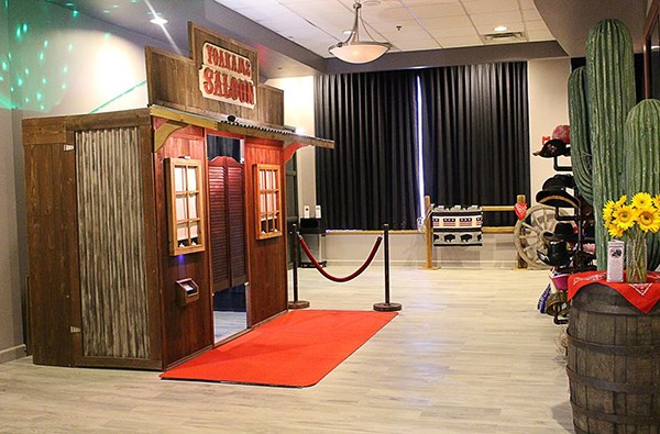 The Looking Glass Photo Booths - Photo Booth - Lenexa, KS