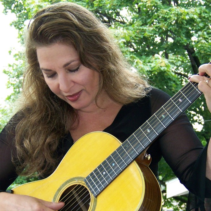 Julie Ziavras, Voice & Guitar
