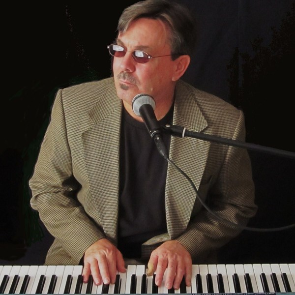 Roger Quesnell - Ambient Pianist - Kennewick, WA