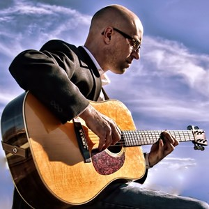 Edmunds Acoustic Guitarist | Travis Daudert