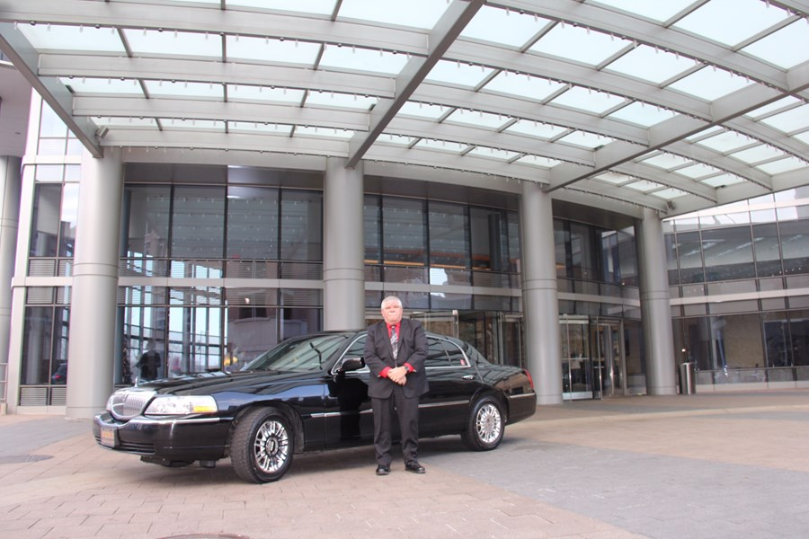 Grand Rapids Sedan & Limo LLC - Event Limo - Grand Rapids, MI