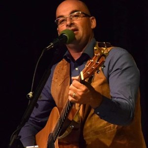 Bondurant Acoustic Guitarist | Dustin West