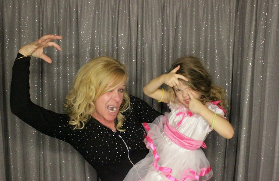 Omg Photo Booths - Photo Booth - Clinton Township, MI