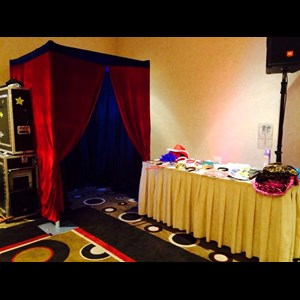 Wheeler Photo Booth | Stop & Pose Photo Booths