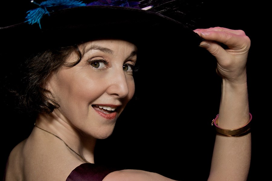 Claudia Hommel chanteuse in cabaret & concert - Cabaret Singer - Chicago, IL