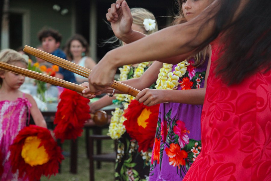 Hula lessons with the keiki