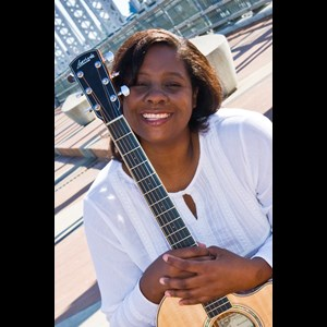 Hampton Acoustic Guitarist | Sabrina Murdaugh