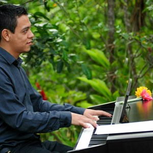 Tahoe City Classical Pianist | Moises Osorio