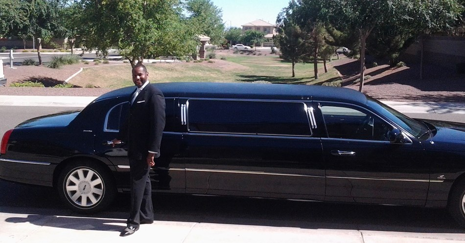 Executive Lincoln Town Car Limo