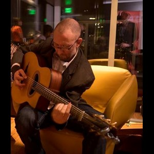 Central Point Acoustic Guitarist | Alex Tomaino