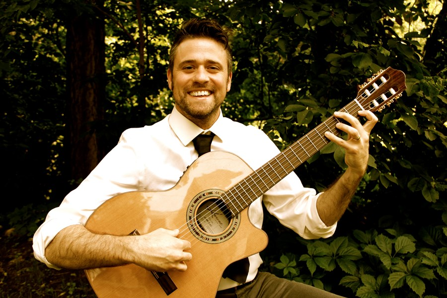 Anthony Novak - Classical Acoustic Guitarist - Minneapolis, MN