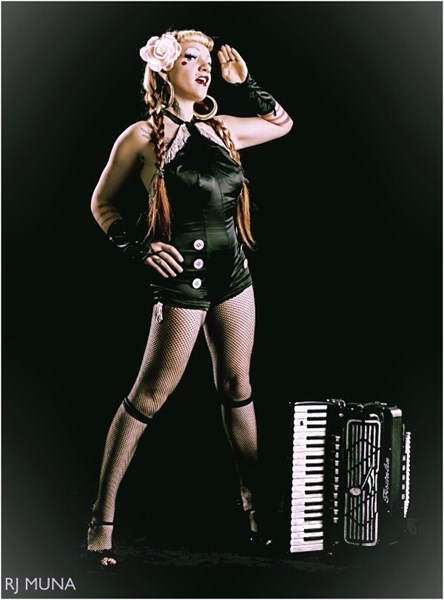 Sansa Asylum singing accordionist - Accordion Player - Los Angeles, CA