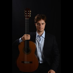 Houston Classical Guitarist | Alexander Milovnaov