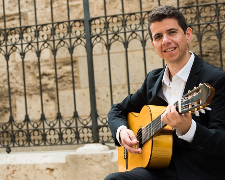 Roberto Hermosillo - Classical Guitarist - Los Angeles, CA