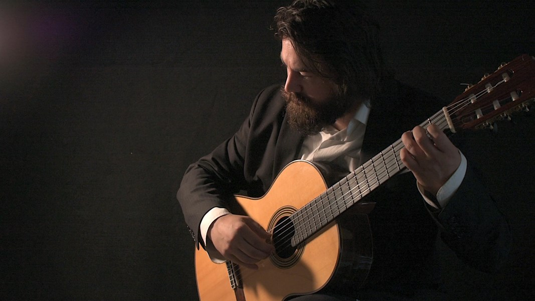 Kyle Summers - Classical Acoustic Guitarist - Seattle, WA