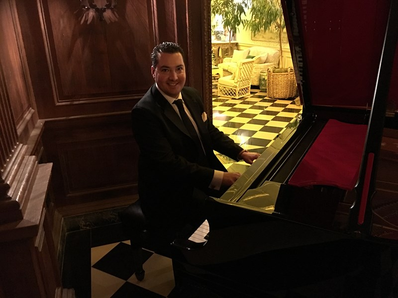 Alexander Borghese - Singing Pianist - Beverly Hills, CA