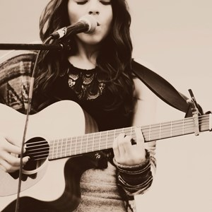 Nashville, TN Acoustic Guitarist | Carly Moffa