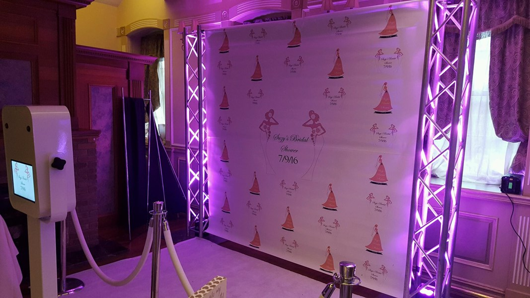 Open Style PhotoBooth w/Step&Repeat