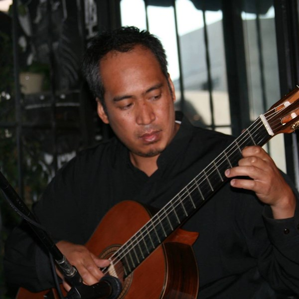 Vincent Reyes - Classical Acoustic Guitarist - Los Angeles, CA
