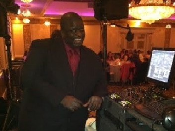 Larry D. from The Pros Weddings - DJ - Chicago, IL