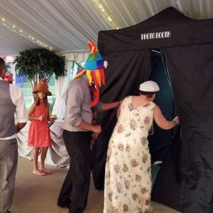 Oak Lawn, IL Photo Booth | Dance Pro DJs and Photo booths
