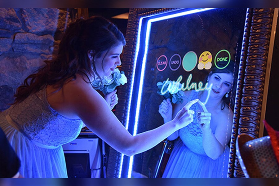 Interactive and elegant photo booth