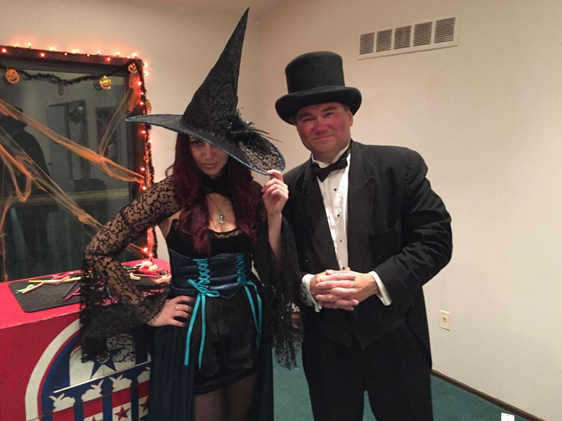 Halloween magic show w/assistant.