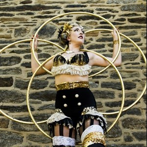 Philadelphia, PA Stilt Walker | Madeleine Belle
