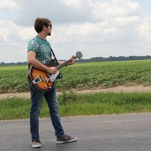 Grandview Acoustic Guitarist | Jesse Black