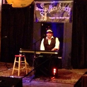 Hominy One Man Band | Sneaky Pete- singing pianist