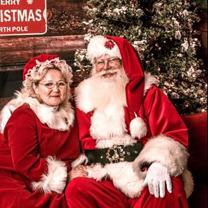 Oldsmar, FL Santa Claus | Santa Ed and Mrs Liela Claus Photo Booth Tampa Bay