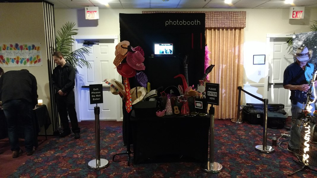 set up 4 enclosed booth
