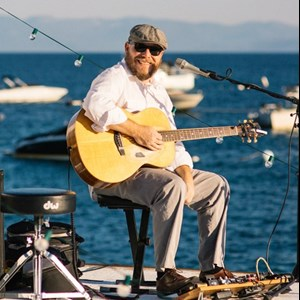 Klamath River Acoustic Guitarist | Jeff Jones