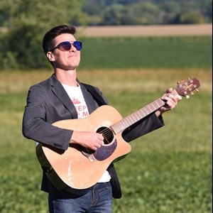Madison, WI Acoustic Guitarist | Random Lama