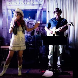 Mills Country Band | Kickin' Cowgirl Band