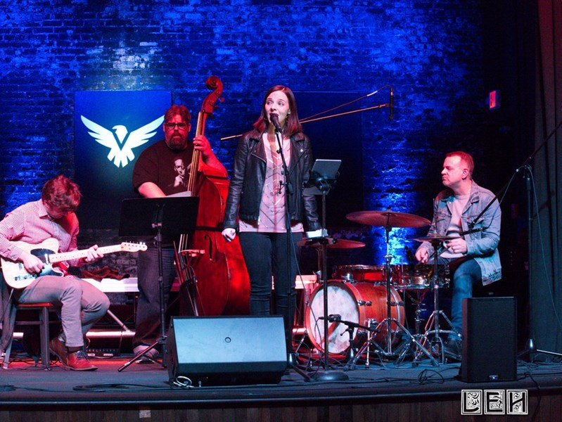Amanda Raye and The Outstanding Band - Cover Band - Saint Louis, MO