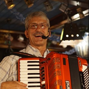 Larry Roberts Strolling Accordion