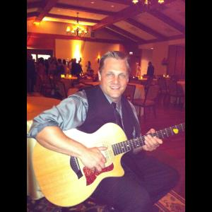 South Elgin Wedding Singer | Tom Cash