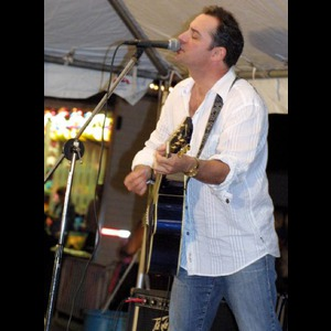 Capay Acoustic Guitarist | BILLY SCHAUB