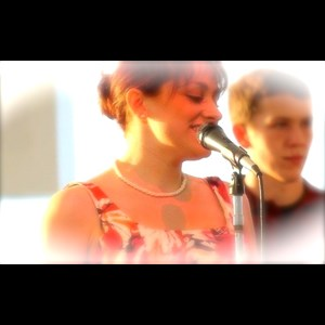 Huggins Acoustic Trio | Elizabeth Hayes Muscial Review